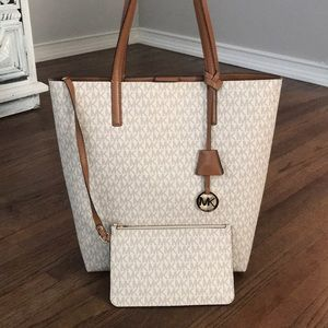 Authentic Michael kors Hayley large tote